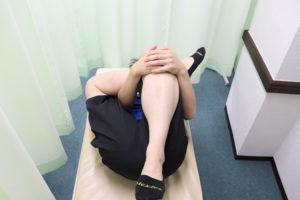右大臀筋のストレッチの手順を示す写真