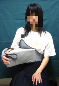 右肩用の外旋位固定の外見写真