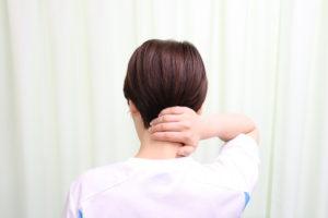 首こりの女性の写真
