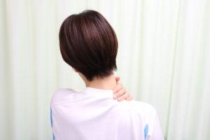 肩こりの女性の写真