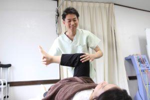 大分ごとう整骨院で膝のトレーニングを行なっている写真