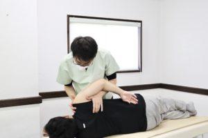 大分ごとう整骨院で肩の関節可動域訓練を行なっている写真3