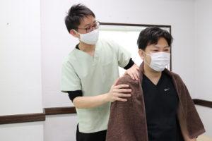 大分ごとう整骨院で肩の関節可動域訓練を行なっている写真5